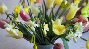 creamy Easter posy